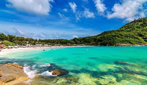 岛上不仅有优美完整的天然热带岛屿风光,珊瑚礁的海岸景色同样让人